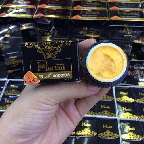 Kem Nghệ Trị Thâm Dưỡng Trắng Turmeric Herbal Cream 5g Thái Lan